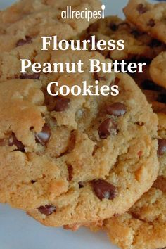 Easy, Chewy Flourless Peanut Butter Cookies Recipe Easy, Chewy Flourless Peanut Butter Co. Peanut Butter Cookies Allrecipes, Peanut Butter Bread, Flourless Peanut Butter Cookies, Keto Chocolate Chip Cookies, Peanut Butter Cookie Recipe, Peanut Cookies, Keto Cookies, Healthy Cookies, Cookies Et Biscuits