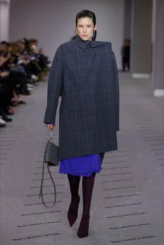 Sfilata Balenciaga Parigi - Collezioni Autunno Inverno 2017-18 - Vogue