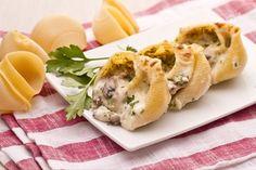 I conchiglioni ripieni di funghi, prosciutto e besciamella un classico primo piatto delle feste, un piatto che si può preparare in anticipo.