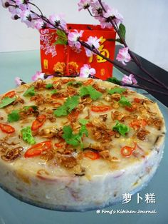 Other than the sweet Chinese New Year cake (年糕) that we consume during the Chinese New Year festive period,Cantonese also loves to eat l. Asian Snacks, Asian Desserts, Chinese Desserts, Chinese Recipes, Asian Foods, Asian Recipes, Chinese Cake, Chinese Food, Radish Cake Recipe