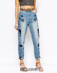Ψηλόμεσο mom τζιν παντελόνι με κεντήματα