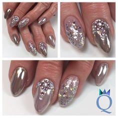 #almondnails #gelnails #nails #chrome #custommade #silver #rainbow #glitter #rhinestones #christmasnails #mandelform #gelnägel #nägel #chrom #selbstgemachtes #silber #regenbogen #glitzer #steinchen #weihnachtsnägel #nagelstudio #möhlin #nailqueen_janine