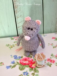 Shabby-Roses-Cottage: Adorable Shabby Chic-inspired Crochet Knitted Mouse, via shabby-roses-cottage.blogspot.com | Page 1