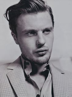 Michael Pitt as sexually ambiguous/gay Tommy Gnosis/Tommy Speck in Hedwig & the Angry Inch (2001)