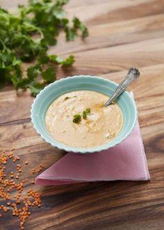 Mustig vegetarisk soppa med bla. fisksås, röd currypasta, linser och kokosmjölk. 482 kcal
