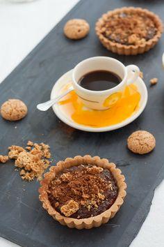 Crostatine con zucca, amaretti e cacao amaro | Tartelette with chestnut flour, pumpkin jam and cocoa