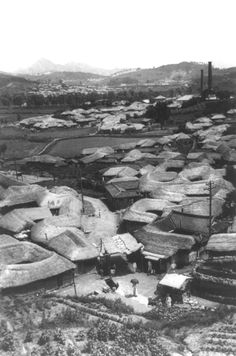Thatched roof houses, Korea, between 1890 and 1923