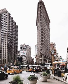 Time and towers in New York Mykonos, Santorini, Central Park, Empire State Building, Oh The Places You'll Go, Places To Visit, Beautiful World, Beautiful Places, Flatiron Building