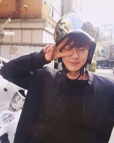 PCY's photocard took by BBH in June . Okkkkkk chanbaek you love this moment right? Kaisoo, Chanbaek, Kyungsoo, Park Chanyeol Exo, Exo Ot12, Kpop Exo, Music Genius, Exo Lockscreen, Rapper