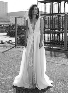 LOHO Bride is a carefully curated experience in San Francisco for women who think outside the traditional bridal box. LOHO Bride carries bridal dresses, jewelry, ready-to-wear and lingerie. Wedding Dresses 2018, Formal Dresses, Wedding Designs, Wedding Styles, Winter Wedding Receptions, Perfect Day, Vintage Stil, Bridal Fashion Week, Bridal Collection