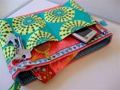 Schon lange wollte ich mal so einen Organzier für die Handtasche nähen. Die Dinger sind einfach praktisch, da man seinen ganzen Kleinkram ...