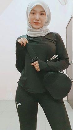 Hijab Teen, Ootd Hijab, Hijab Chic, Beautiful Muslim Women, Beautiful Hijab, Hijabi Girl, Girl Hijab, Arab Women, Arab Ladies