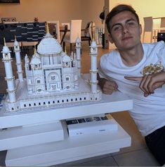 paulo & ori build the taj mahal, paulo seemed very proud of it and that's so cute. Football Boys, Football Players, Messi Fans, Isco, Daddy Issues, Instagram Images, Instagram Posts, Real Madrid, Statue Of Liberty