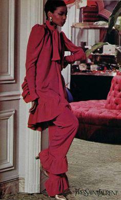Yves Saint Laurent L'OFFICIEL DE LA MODE n°650 de 1979 Model Mounia Orosemane