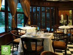 Indische ambiance in restaurant Oasis, Jakarta.