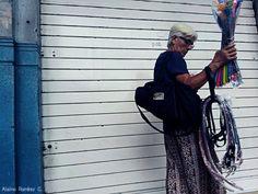 Mujer trabajadora... #guayaquil #ecuador #bellasartes #colorful #color #art #artphoto #artist #streets #street #streetstyle #streetart #urbanart #streetphoto #urban #streetartist #photographer #photo #fotoarte #fotografia #fotografo #arteurbano #arte #artedecalle #ciudad #cities #paisajeguayaquil #streetphotographers #paisajesecuador #allyouneedisecuador by alsinoramirez