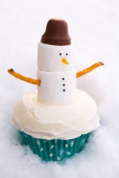Marshmallow Snowman | 19 Amazingly Cute Ideas For Christmas Treats That You Can Actually Make