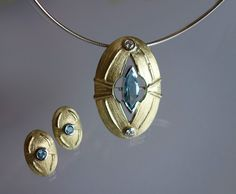 Pendant and earrings in 14K yellow and white gold with diamonds and topazes.