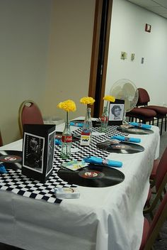 50's Party: Table setting. http://dillandpoppy.blogspot.com/2011/09/50s-party.html?m=1