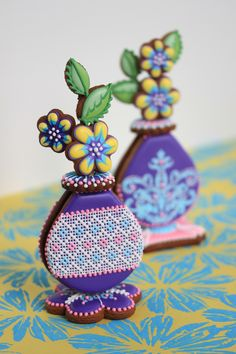 Julia M Usher, Recipes for a Sweet Life, cookie decorating, 3-D cookie bud vases, 3-D cookies, flower cookies