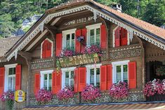 I LOVE the exterior of this chalet, the carvings, the color contrasts, and just the general level of intricacy. Chalet Design, Chalet Style, Swiss Ski, Swiss Chalet, Winterthur, Swiss House, Alpine Chalet, Alpine Style, Montana Homes