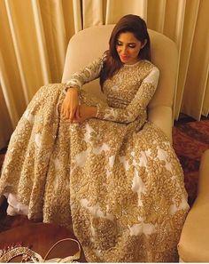 Mahira Khan wearing Ali Zeeshaan, Pakistan