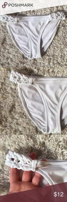 Gorgeous White Braided Side Aerie Bikini Bottoms They are brand new without tags and have never been worn. Please let me know if you have any questions. I offer a 20% discount on 3+ bundles! 😊 I am open to reasonable offers but no trades. aerie Swim Bikinis