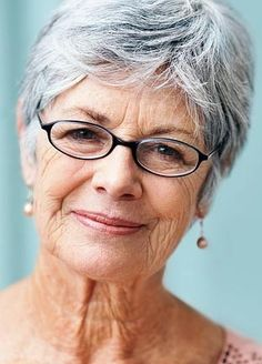 Tips on how to grow out colored hair to totally grey. For those people who ask me how to do it!