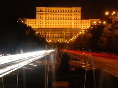 Casa Poporului in Boekarest, Roemenië Louvre, Fair Grounds, Wanderlust, Community, Night, Building, Fun, Photos, Europe