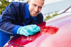 Windex can't do, a can of cola easily can. Simply pour the soda over your windshield, not forgetting to place a towel on the hood to protect the Diy Car Cleaning, Household Cleaning Tips, Cleaning Recipes, Cleaning Lists, Toilet Cleaning, Cleaning Products, Deep Cleaning, Household Items, All You Need Is