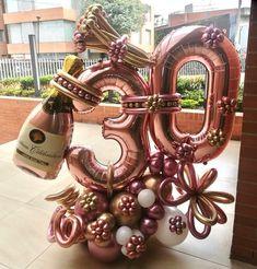 "791 Me gusta, 10 comentarios - Globos_Domicilios_Bogota (@globos_domicilios_bogota) en Instagram: ""- 🎈 Bouquet de globos tematicos para celebrar en casa . - ✍️ Precios en la pagina web 🌎…"" Balloon Display, Balloon Gift, Balloon Garland, Sweet 16 Party Decorations, Birthday Balloon Decorations, 30th Birthday Balloons, Birthday Parties, Deco Ballon, Balloon Arrangements"