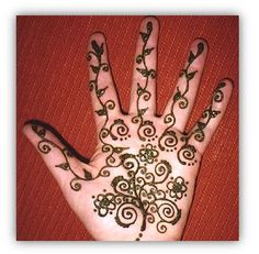 Google Image Result for http://www.easyhennadesigns.com/wp-content/uploads/2012/10/beautiful-henna-design.jpg