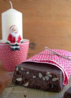 268-Turrón de chocolate negro, barquillos caramelizados y piñones