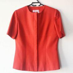 Casaqueto vintage de tecido encorpado fechamento com zíper. Veste 38/40 $4000  #brecho #moda #modasustentavel #modafeminina #vintage #brechoonline #brechosp #brechoveneza