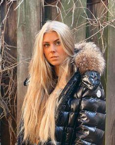 Puffer Jackets, Winter Jackets, Girl Gang Aesthetic, Fur Collars, Moncler, Parka, Jackets For Women, Womens Fashion, Beauty