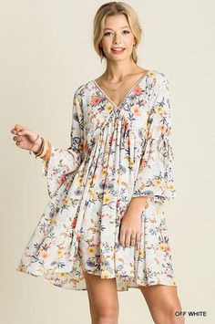 This flowy floral dress is a great piece for Spring and Summer. Wear with sandals or with your favourite wedge heels. Floral Flowy Dress by Umgee USA. Flowy Floral Dress, Boho Dress, Flowy Dress Casual, Floral Sleeve, Lace Dress, White Dress, Bohemian Mode, Bohemian Style, Bohemian Schick