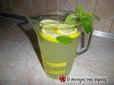 Λεμονάδα της Άννας Μαρίας Μπαρού φανταστική #sintagespareas #lemonada Juice Smoothie, Fruit Juice, Smoothies, Cocktail Drinks, Cocktails, Sweet Stories, Recipies, Good Food, Eat