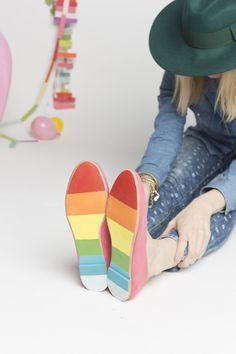 DIY Rainbow St. Patrick's Day Shoes - I need to make these!