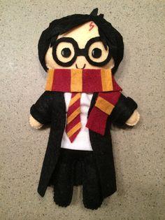 Muñeco de peluche de Harry Potter | 23 Adorables regalos para los amantes de los libros que son demasiado lindos para las palabras
