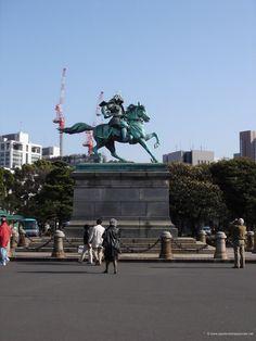 Statue de Kusunoki Masashige sur son cheval à Tokyo http://www.apprendrelejaponais.net/photos/?p=349