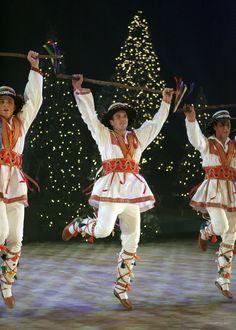 "International Folk Dancers celebrate ""A Tapestry of Peace"" Nov. 30-Dec. 1, 2007"