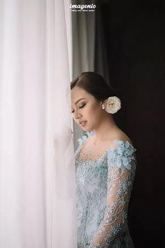 Kebaya Modern Dress, Kebaya Dress, Kebaya Wedding, Wedding Dresses, Indoor Wedding Photos, New Dress, Lace Dress, Javanese Wedding, Dress Outfits