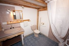 Vue d'une salle de bain
