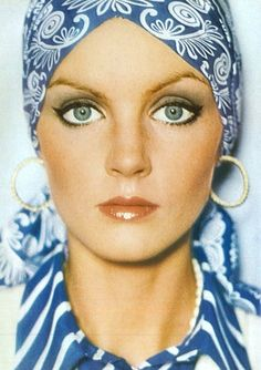 Photo by David Bailey from Vogue UK. You can still copy this vintage look with scarves from Bohemia. David Bailey, Vogue Uk, Vogue Photo, Mode Hippie, Hippie Man, 70s Hippie, Retro Mode, Mode Vintage, Image Fashion
