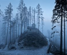 AD-solitaria-Little-Casas-lost-in-Majestic-Invierno-Paisaje-10