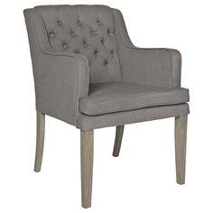 De Brooklyn eetkamerstoel is een sfeervolle stoel met lage rugleuning en eiken poten. Door de stoffen zitting is de stoel extra comfortabel.