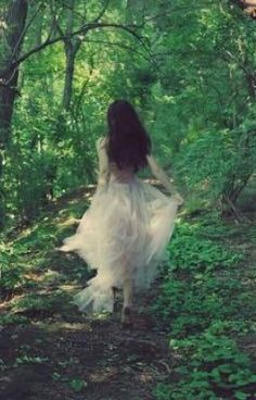 ACTIVITY – Running through the forest alone, alone, but not alone, in a dress as … – girl photoshoot ideas Foto Fantasy, Fantasy Magic, Fantasy Art, Fantasy Photography, Girl Photography, Wedding Photography, Theme Forest, Princess Aesthetic, Aesthetic Girl