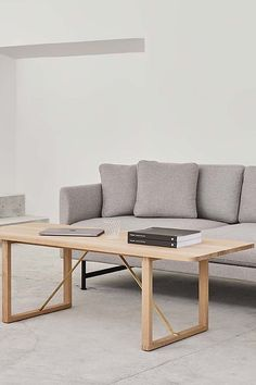 The BM67 Coffee Table by Børge Mogensen is the kind of coffee table that can enliven an upscale living room, lounge or hotel lobby. Add a quite touch of class to a corporate setting as well as cultural and public spaces #fredericiafurniture #BM67 #børgemogensen #interiordesign #danishdesign #scandinaviandesign #livingroomdecor #craftedtolast #modernoriginals #coffeetable #coffeetables Hotel Lobby, Danish Design, Scandinavian Design, Living Room Decor, Lounge, Public Spaces, Interior Design, The Originals, Coffee Tables