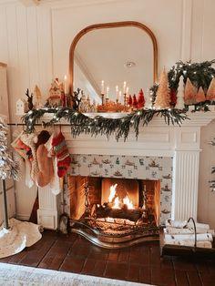 Christmas Fireplace, Christmas Room, Merry Little Christmas, Cozy Christmas, Magical Christmas, Xmas, Beautiful Christmas, Simple Christmas, Family Christmas