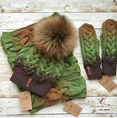 Купить Женский вязаный комплект ручной работы: шапка, снуд и варежки - шапка, шапка с помпоном